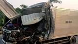 Thanh Hóa: Tông vào xe đỗ bên đường, tài xế xe tải tử vong