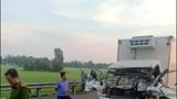Mắc kẹt trong ô tô tải do tông xe, hai cha con tử vong thương tâm