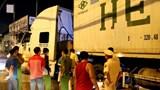 Say xỉn nằm lề đường, thanh niên bị xe container cán qua người tử vong