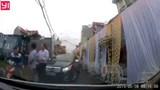 Thắc mắc rạp cưới dựng giữa đường, người phụ nữ bị đấm vào mặt