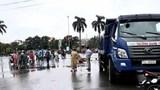 Va chạm với xe tải, nữ nhân viên ở Quảng Trị tử vong