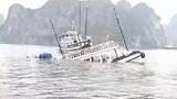 Quảng Ninh: Một tàu du lịch bất ngờ bị chìm trên Vịnh Hạ Long