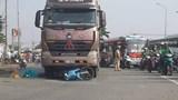 TP.HCM: Bố mẹ chết, con gái 5 tuổi nhập viện vì đụng xe container