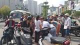 Hà Nội: Nam thanh niên chạy xe không làm chủ tốc độ tông người qua đường nguy kịch