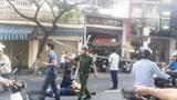 Đà Nẵng: Giàn giáo rơi từ trên cao trúng 2 vợ chồng đi đường