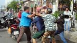 Xô xát sau va chạm trên đường: Bạo lực phô bày sự yếu đuối