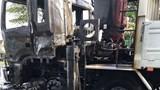 Bị kéo lê dưới gầm xe tải, thi thể người đàn ông cháy đen