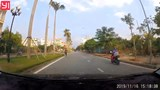 Video: 'Ninja' xe đạp hiên ngang chạy ngược chiều mặc ô tô bấm còi inh ỏi