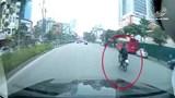 Clip: Nam thanh niên tông thẳng đuôi ô tô, dân mạng tranh cãi nguyên nhân vụ tai nạn