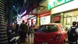 Hà Nội: Nữ tài xế lái ô tô lao vào quán trà chanh trên phố Hàng Bài