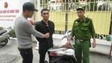 [CLIP] Mang nguyên bộ dụng cụ chơi ma túy, đối tượng lao thẳng xe vào Cảnh sát 141