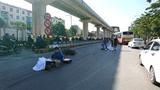 Hà Nội: Va chạm với xe tải, đôi nam nữ tử vong thương tâm
