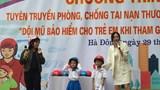Giúp học sinh Hà Nội hiểu hơn về tác dụng của mũ bảo hiểm