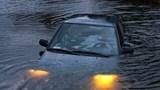 Kỹ năng thoát hiểm khi ô tô bị rơi xuống nước