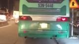 Lái xe buýt điên cuồng lao lên vỉa hè bị đề nghị xử lý
