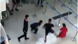 Nhân viên hàng không sân bay bị hành hung vì từ chối chụp ảnh cùng khách hàng