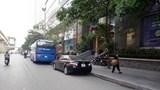 Ô tô dừng đỗ hàng dài trên đường Trần Phú