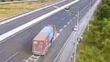Xử lý nghiêm ô tô đi lùi trên cao tốc Hà Nội - Hải Phòng