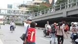 """Tản mạn về """"văn hóa giao thông"""": Chuyện sang đường"""