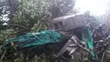 Xe tải lao xuống vực sâu khiến 4 người thương vong