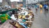 Hà Nội: Rác thải gây cản trở giao thông trên đường Trường Chinh