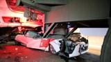 """Sau tai nạn """"dồn toa"""", tài xế may mắn thoát chết trong chiếc ô tô bẹp dúm"""