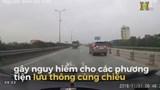 Xác minh được chủ xe Innova chạy lùi trên cầu Thanh Trì