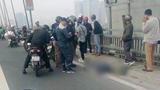 Hà Nội: Va chạm với ô tô trên cầu Nhật Tân, 1 người đàn ông tử vong