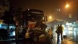 Dừng xe đón khách, tài xế taxi tử vong sau cú tông của xe tải