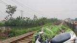 Điều khiển xe máy qua đường ngang, cặp vợ chồng 80 tuổi bị tàu hỏa tông tử vong
