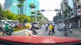 Dừng xe gây cản trở giao thông: Khó xử lý vi phạm?