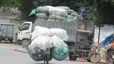 [Ảnh] Cận cảnh xe cồng kềnh chở rác ở Trung Văn