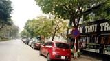 [Điểm nóng giao thông] Ô tô đua nhau chiếm dụng lòng đường Nguyễn Quý Đức