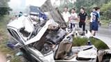 Xe bán tải bẹp nát phần đầu sau va chạm, tài xế tử vong trong cabin