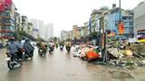 [Điểm nóng giao thông] Đường Trường Chinh ùn tắc vì rác thải tràn đường