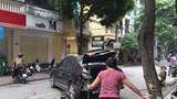 Hà Nội: Ô tô đâm liên hoàn trên phố, 2 mẹ con nhập viện cấp cứu