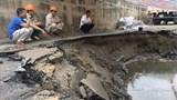 Xe container làm sập đường ống nước sạch, hàng vạn hộ dân Hà Nội bị ảnh hưởng