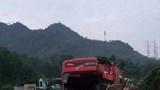 Xe khách đấu đầu xe tải trong đêm, hơn 30 người thương vong