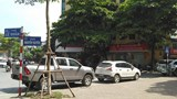 Ô tô dừng đỗ tràn lan gây cản trở giao thông tại nút giao Lê Duẩn - Nguyễn Quyền