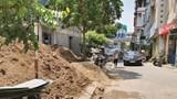 Phường Mộ Lao: Vật liệu xây dựng chiếm vỉa hè, đẩy người đi bộ xuống lòng đường