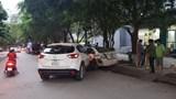 """[Clip] Xe """"điên"""" CX5 tông cả loạt xe máy khi băng qua đường"""