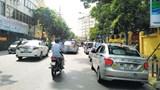 [Điểm nóng giao thông] Taxi án ngữ cổng Bệnh viện 108