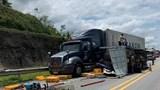 Xe khách đâm xe tải trên cao tốc Nội Bài - Lào Cai, 3 người bị thương
