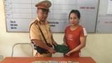 Hà Nội: CSGT trả lại chiếc ví rơi cho khổ chủ