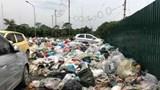 Rác thải nuốt đường giao thông ở Tân Triều