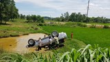 Ô tô 7 chỗ lật xuống hố nước, 6 người thương vong