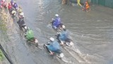 Hà Nội: Mưa lớn gây ngập, ùn tắc một số tuyến phố đúng giờ tan tầm