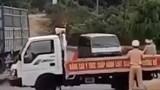 Tông thẳng ô tô vào tổ cảnh sát giao thông, hất văng 1 đại úy hàng chục mét
