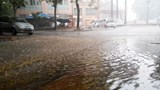 Hà Nội: Mưa xối xả khiến nhiều tuyến đường ngập sâu