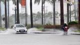 Hãy nghĩ đến người đi đường xung quanh khi lái xe trong mưa lớn